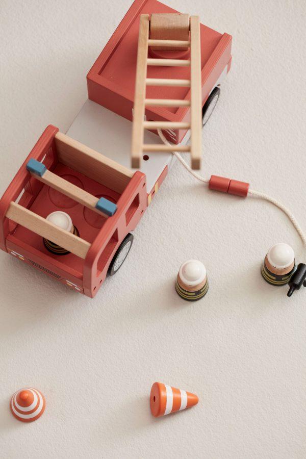 kids-concept-brandweer-auto-hout